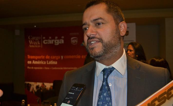 Jefe de la Unidad de Desarrollo Sectorial de Pro México, César Fragoso López, participó en la presentación de Cargo Week Americas, Expo Carga 2017, que se llevará a cabo del 27 al 29 de junio en el Centro Citibanamex. (Foto: Vanguardia Industrial)