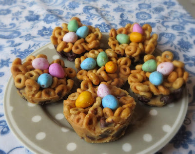 Chocolate & Peanutbutter Cheerio Cups