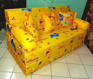 Sofa bed inoac motif winnie the pooh kuning