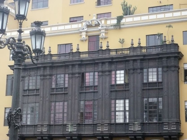 Balcone in legno in Plaza Mayor a Lima