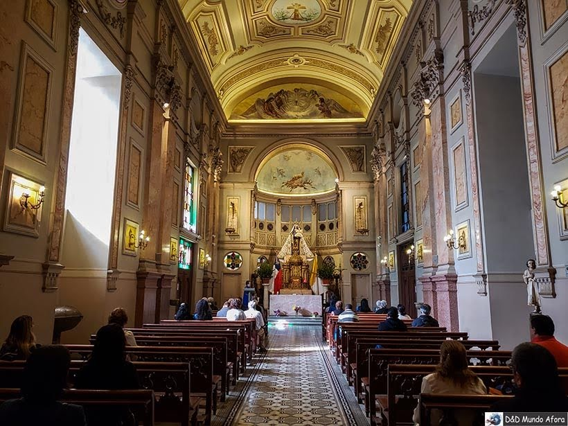 Capela no interior da Catedral Metropolitana de Santiago - o que fazer em Santiago