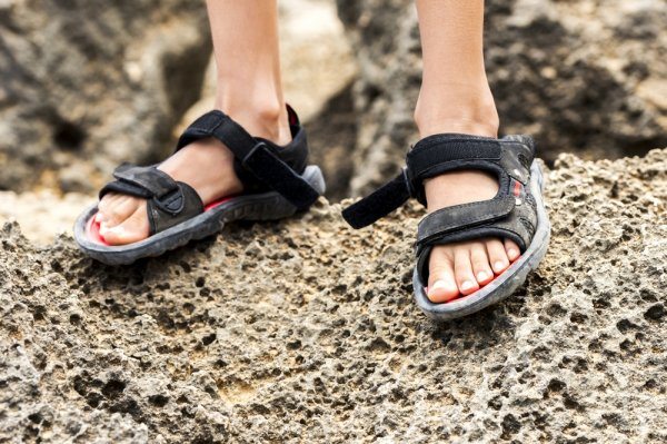 Tips Memilih Sandal Gunung yang Tepat saat Hiking