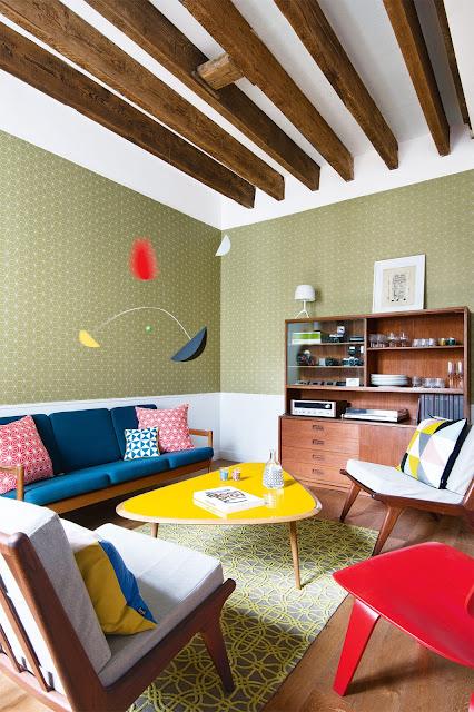 Stil retro în tonuri vesele de culoare într-un apartament din Paris