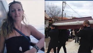 Καρολίνα Κάλφα: Θλίψη στην κηδεία της παρουσιάστριας, που κάηκε μέσα στο σπίτι της [photos]