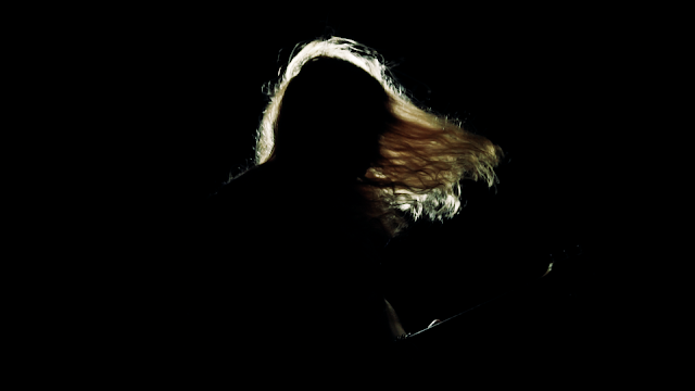"Melyra lança clipe para a faixa ""My Delirium"""