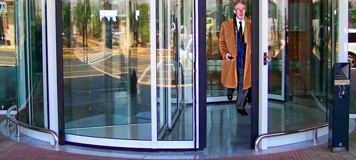 El blog del gran uribe puertas giratorias for Puerta giratoria