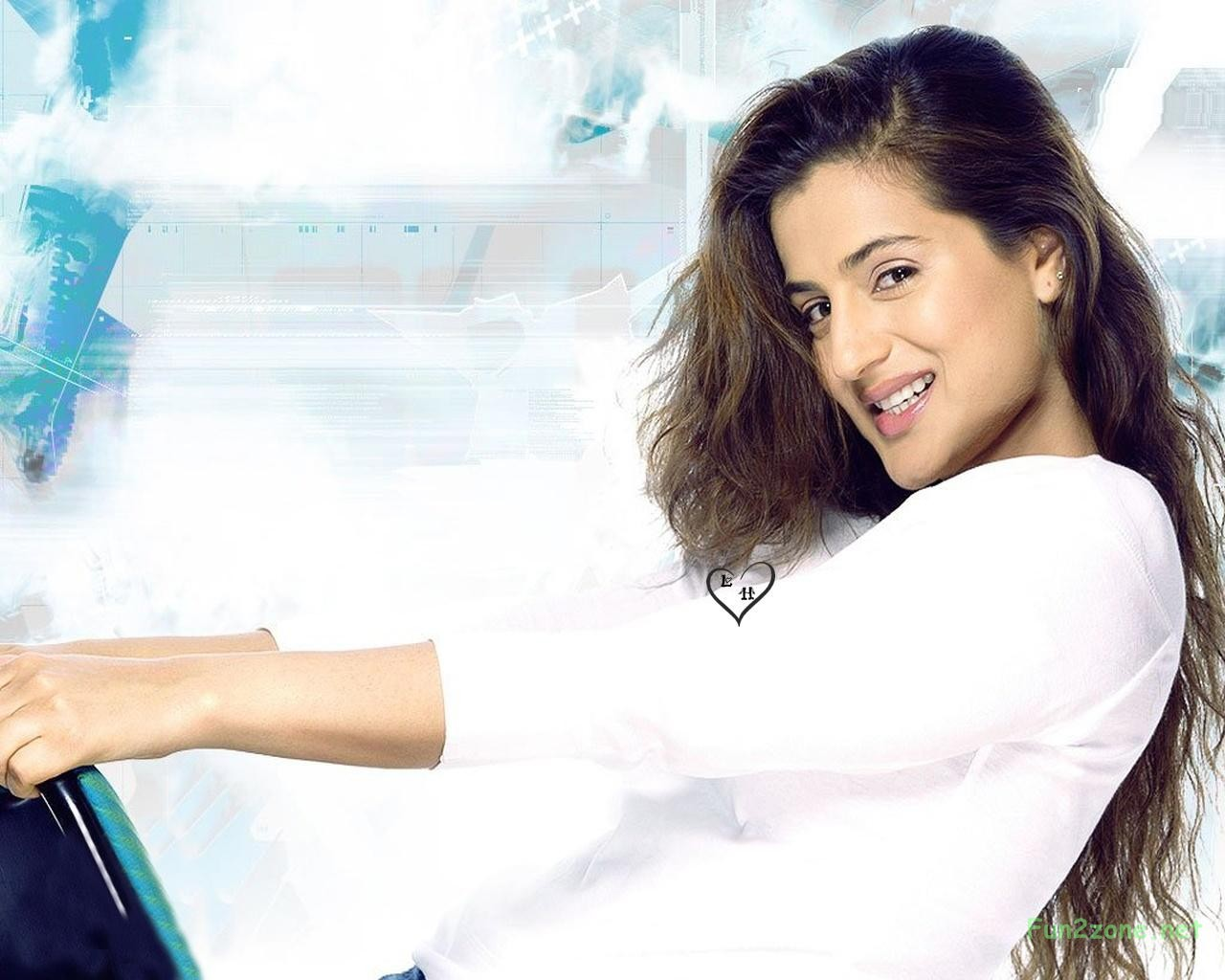 Welcome To Fun2shh World: Latest Amisha Patel HD Wallpapers