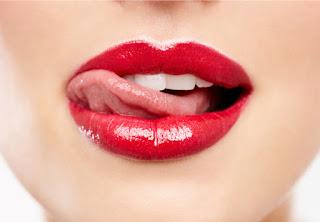 Tips bibir merah alami