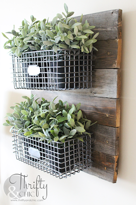 diy farmhouse style hanging baskets on reclaimed wood. The best diy farmhouse decor projects for you home! Farmhouse decor and decorating ideas.