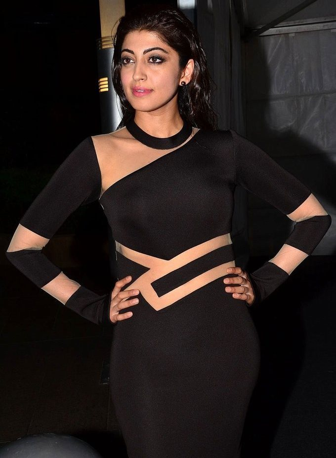 Pranitha Subhash In Black Dress At Jio Filmfare South Awards 2017
