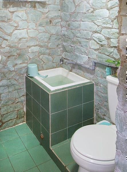 Desain Kamar Mandi Minimalis Dengan Batu Alam Biru Dekorasi Ruangan Rumah Kita