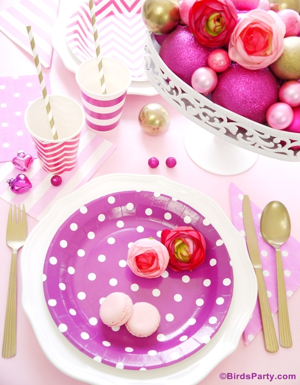 Christmas Pink Party Tablescape and Free Printables - BirdsParty.com