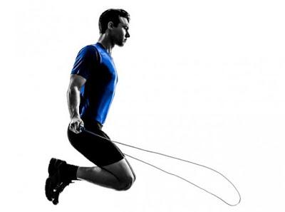 Pular corda ajuda a perder peso e a barriga?