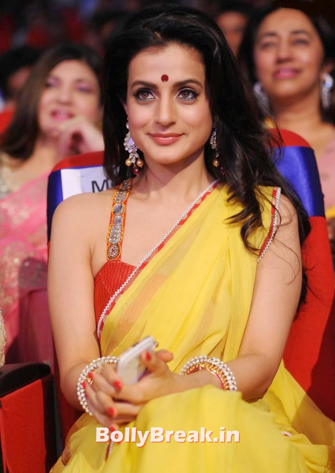 Amisha patel in yellow saree, Amisha Patel Latest hot Photos in Yellow Saree from Event