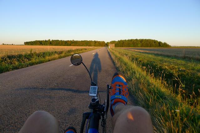 De Paris à la Rochelle en vélo couché, sur la route de Cernay la Ville
