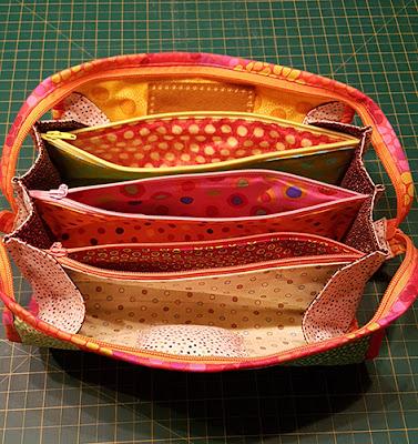 Sew Together Bag med forskellige prikkede stoffer i indretningen