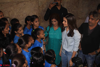 Alia Bhatt in Denim and jeans with NGO Kids 12.JPG