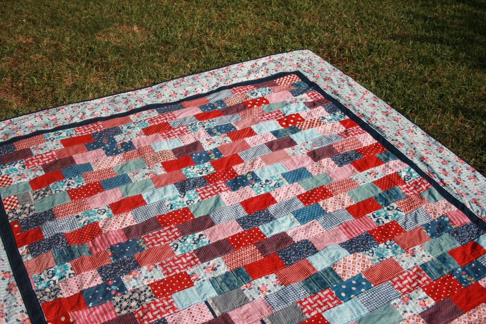 The Tulip Patch: Blogger's Quilt Festival: My 1st King