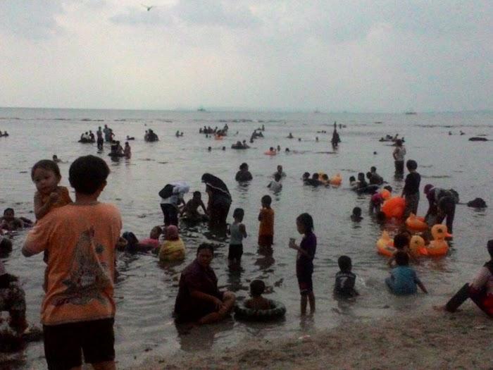 Guna Menimalisir Korban Jiwa Camat, Kapolsek,  Serta Kepdes Meninjau Pantai Semukuk Kalianda Lamsel