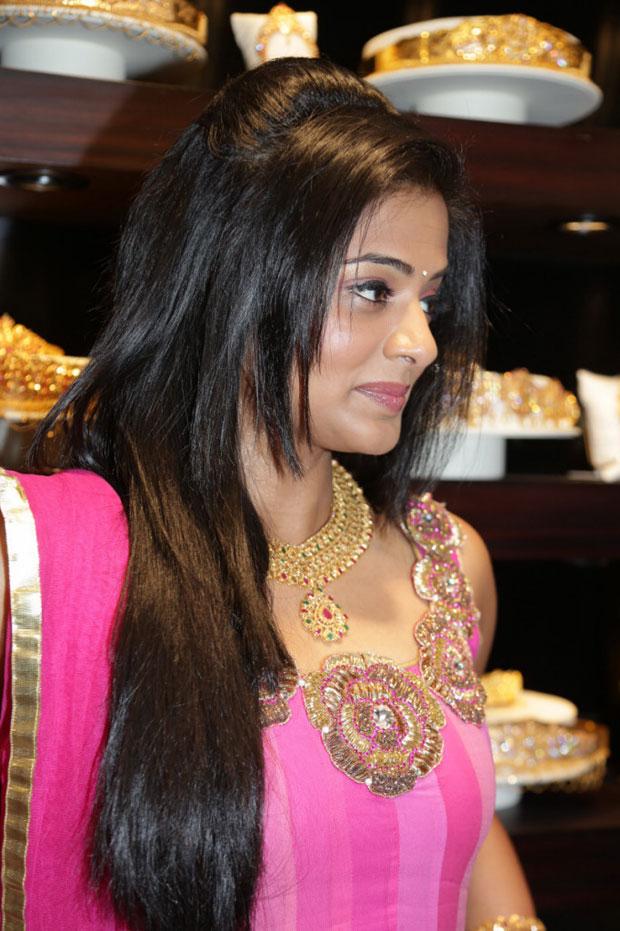 rosy pinky hot sexy Priyamani in designer salwar suite stills at jos alukkas new showroom launch.