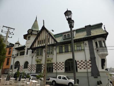 El Palacio Baburizza que nos encontramos al salir del elevador en Cerro Alegre