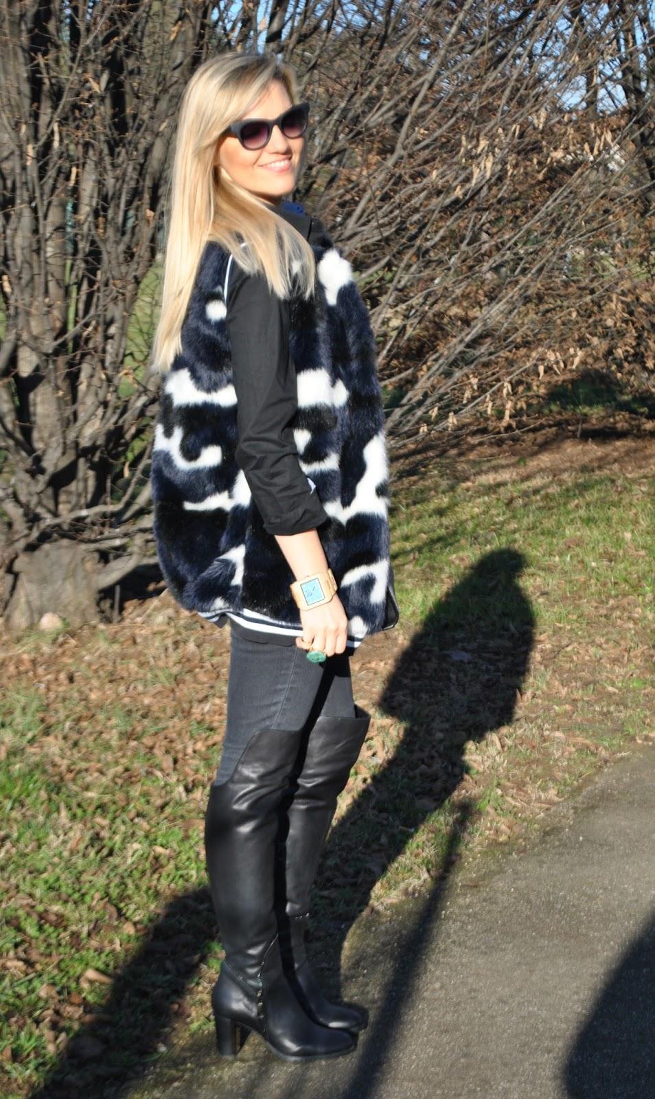outfit gilet pelliccia ecologica colorato come abbinare il gilet di  pelliccia ecologica colorato abbinamenti gilet pelliccia c3351e34837