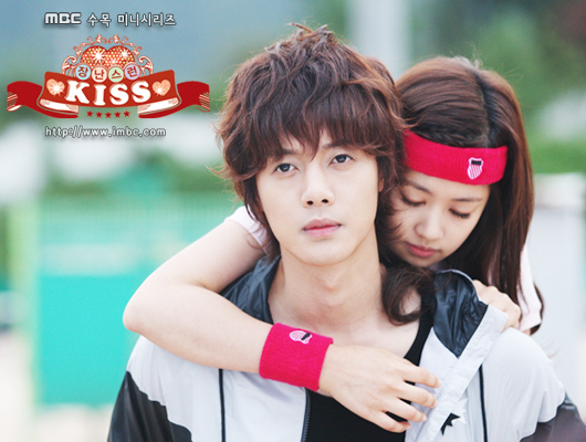 Playful-kiss-mischievous-kiss-16273977-5