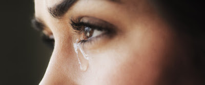Mujer llorando por amor