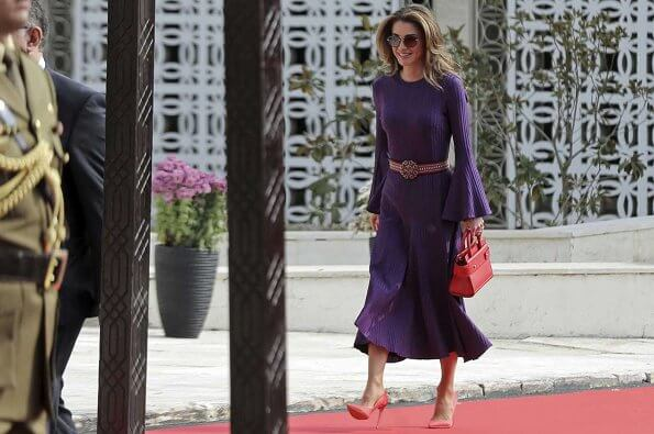 Queen Rania wore Ellery Conrad ribbed midi dress. and Etro embellished buckle woven belt, carried Givenchy leather satchel bag