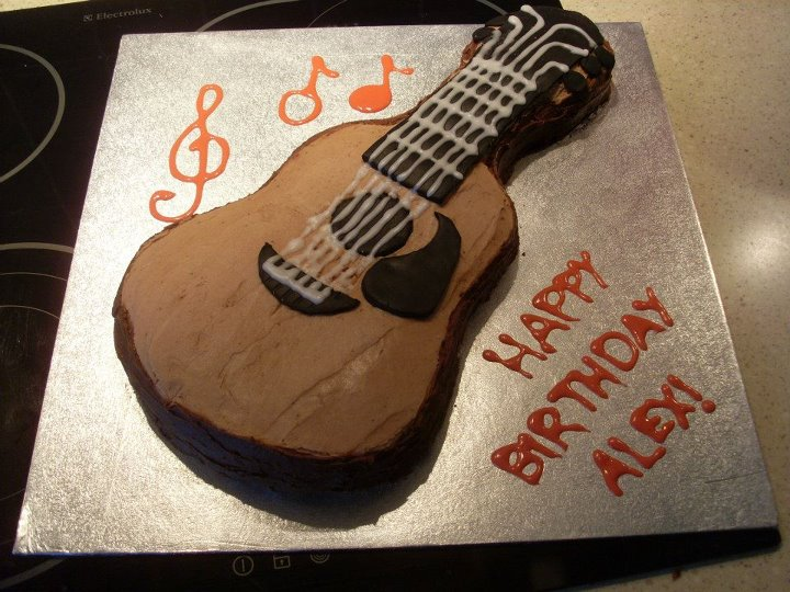 sweet and simple baking easy acoustic guitar cake. Black Bedroom Furniture Sets. Home Design Ideas