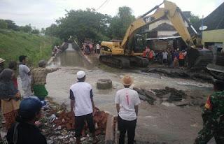 Alat Berat Turun Atasi Banjir Sukadamai