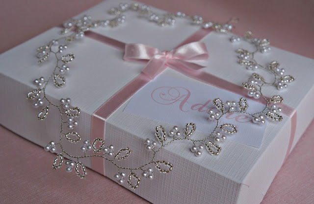 Tiara para noiva com pérolas brancas e miçangas Preciosa prata - Adore Noivas