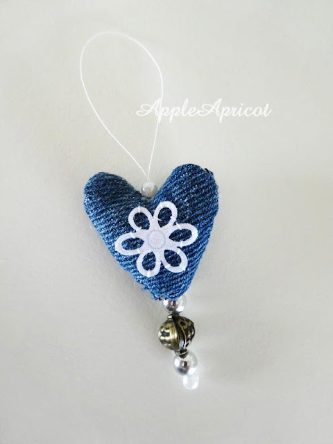 fabric heart charm DIY by AppleApricot