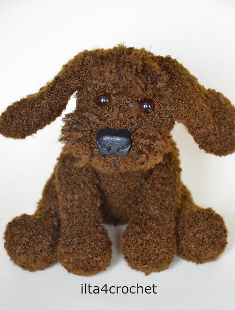 kudłaty, brązowy pies, szydełko, zabawka