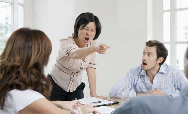 Bagaimana Menghadapi Boss Cewek Bawel