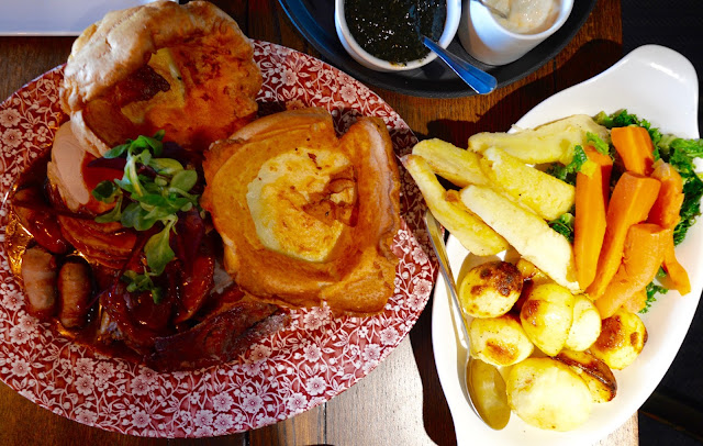 Our Guide to the Best Sunday Lunches in North East England | 30+ Recommendations & Photos - The Badger, Ponteland