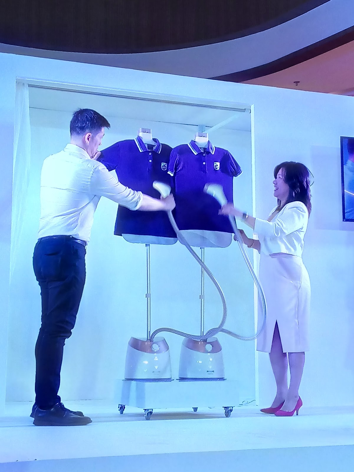 Philips Showcases Their Top Of The Lines Iron And Garment Steamer Gc504 Garnent Generates Penetrating Powerful Steam Pressure Enabling To Remove Creases With Only A Few Strokes Its Purestream Technology