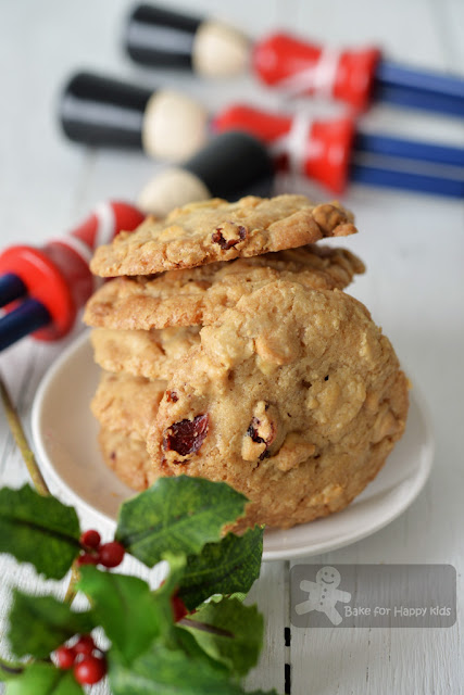 crispy chewy white chocolate chip cranberry macadamia cookies
