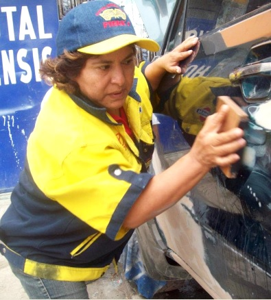 Foto de La Mecánica del Folklore lavando un carro