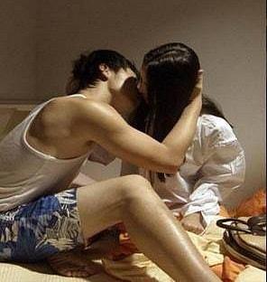 Không giữ được lời hứa vì cơ thể bạn gái quá hấp dẫn.
