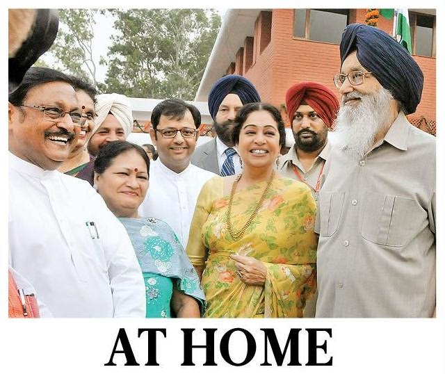 Satya Pal Jain with Punjab CM Prakash Singh Badal, Chandigarh MP Kirron Kher and Deputy Mayor Davesh Moudgil at the 'At Home' function at Punjab Raj Bhawan.