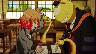 Screen z Assassination Classroom na którym Koro-sensei naucza uczennicę, która podnosi na niego nóż