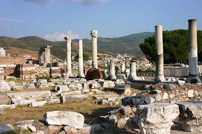 Άποψη από τα ερείπια της Βασιλικής  του Αγίου Ιωάννου του Θεολόγου,  στην Έφεσο, όπου βρίσκεται και ο τάφος του.