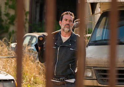 The Walking Dead Season 7 Episode 4 - Negan outside Alexandria