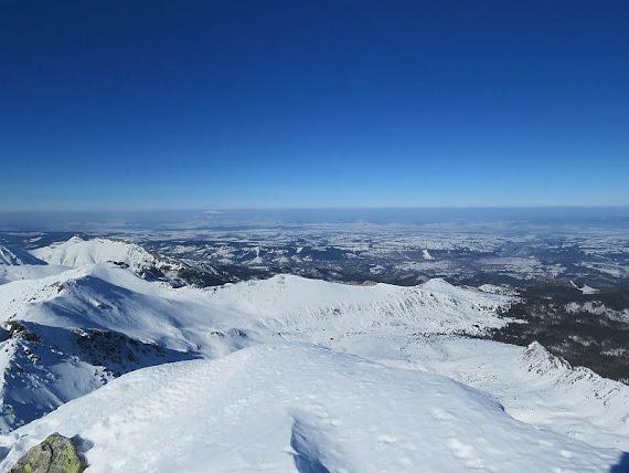 Widok na Dolinę Gąsienicową i Kotlinę Nowotarską.