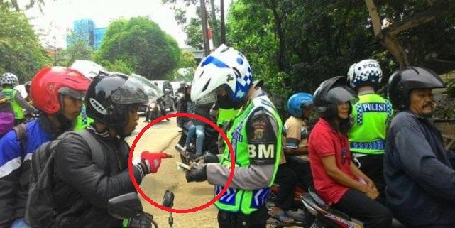 Kalau Polisi Marah Saat Ditanya Surat Tugas Razia, Warga Harus Gimana?? Bantu Share..