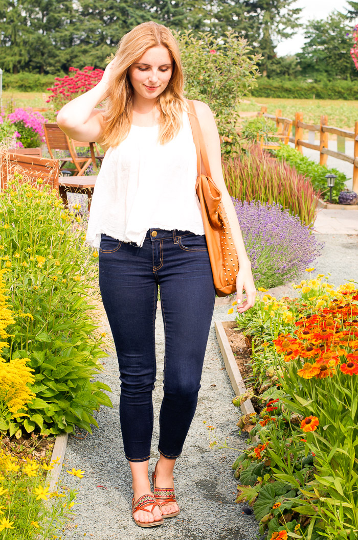 Classic white blouse and jeans outfit idea