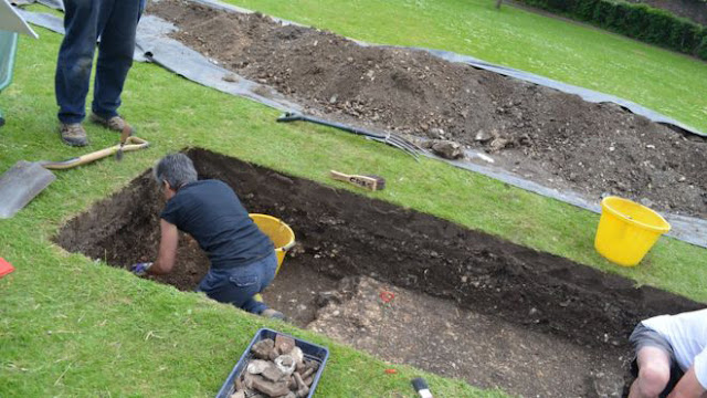 Roman houses identified under city centre park in West Sussex, England