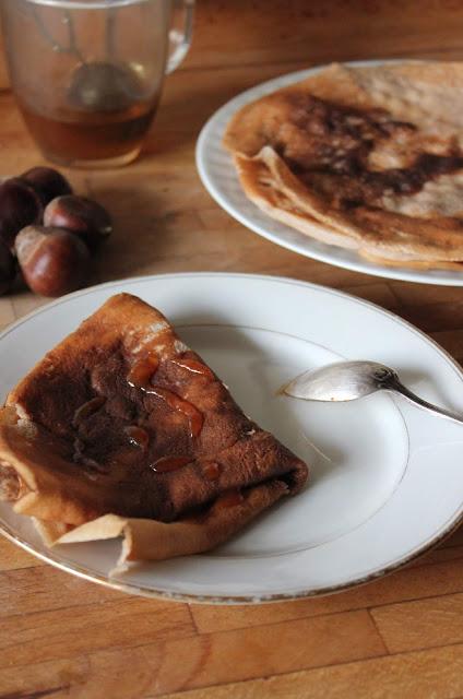 Cuillère et saladier : Crêpes à la farine de châtaigne (vegan)