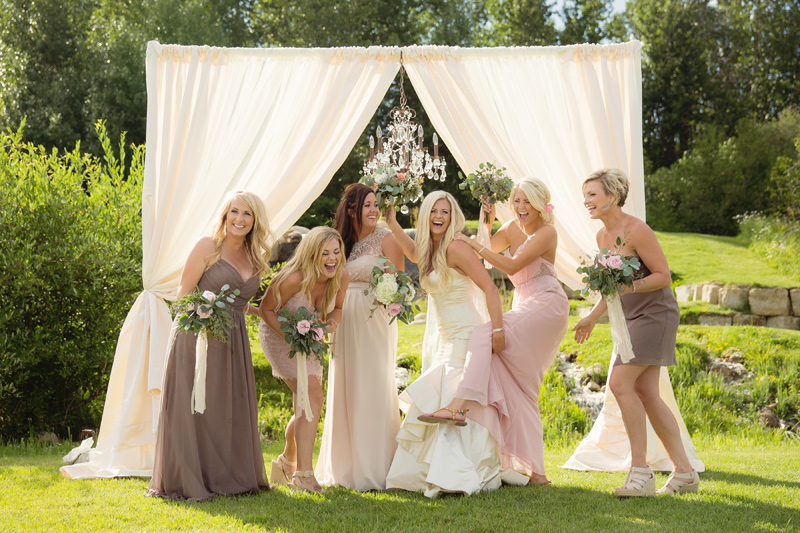Venue: Montana Wildflower Garden / Flowers by Mac's Floral / Photography: Tracy Moore Photography